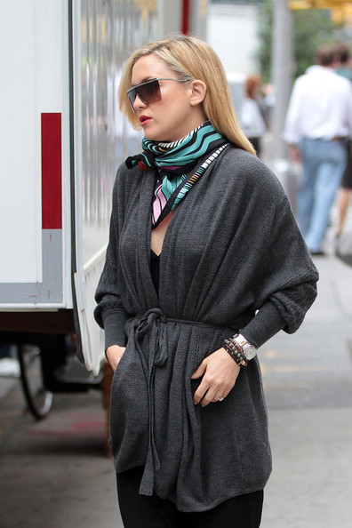 Kate Hudson Patterned Scarf []