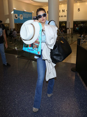 Kate Hudson's oversized Chanel leather bag looked perfect for traveling.