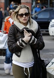 Kate Hudson topped off her bundled-up style with classic wayfarers.