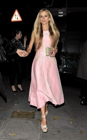 Laura Bailey paired her dress with nude platform sandals for a totally feminine look.