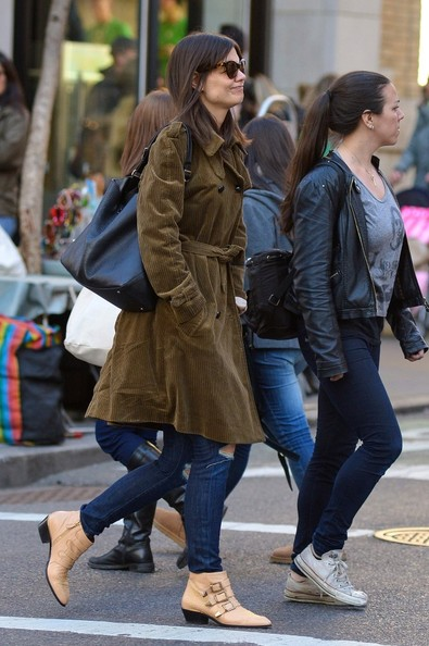 More Pics of Katie Holmes Leather Shoulder Bag (1 of 5) - Katie Holmes Lookbook - StyleBistro