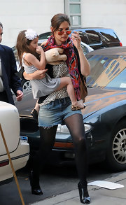 Hmm..we're not quite sure whats going on with Katie's sense of style. The high profile mommy stepped out in a jumbled ensemble with cut off denim shorts, sheer black tights and peep-toed black ankle boots. The shoes were hot, that's it.