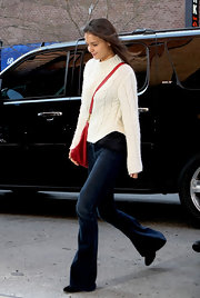 Kate Holmes looked classically chic in an ivory cable knit sweater and flared dark denim jeans.