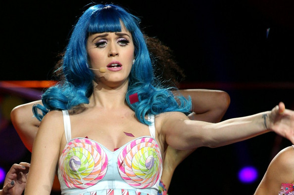 Katy Perry Long Curls with Bangs []