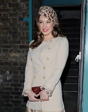 Kelly Brook's leopard-skin wool cap gave her a glamorous, retro-inspired look.