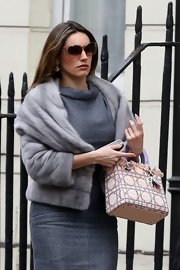 Kelly Brook completed her glamorous look with a luxurious gray fur coat.