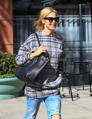 Kelly Rutherford accessorized with an oversized black tote while running errands in Beverly Hills.