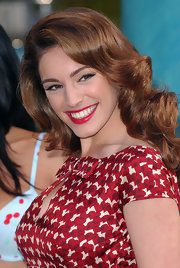 Kelly Brook paired her ravishing look with long bouncy curls.