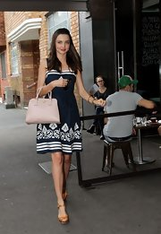 Miranda Kerr accented her gorgeous nautical-inspired frock with a blush Prada tote.