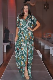 Taming a tropical maxi, Miranda Kerr's runway look was topped off with neutral heels.