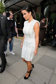 While staying in London, Kim wore her hair in a simple sleek ponytail.