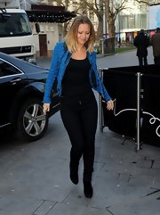 Kimberley Walsh put her curvy hips on display in a pair of black skinny jeans during a visit to Capital Radio.