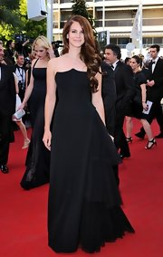 Lana Del Rey looked positively stunning in this unique asymmetrical black gown at Cannes.