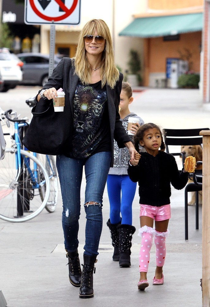 Heidi Klum picks up coffee at Starbucks with her children.