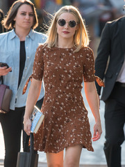 Kristen Bell was hippie-chic with her round sunnies while headed to 'Kimmel.'