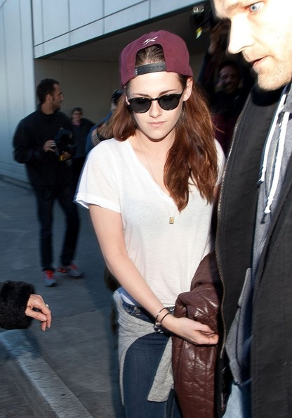 Kristen Stewart gave her look a downtown twist by pairing her sunnies with a backwards cap.