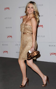 Kate Hudson offset her dazzling gold beaded frock with a bronze clutch and matching pumps.