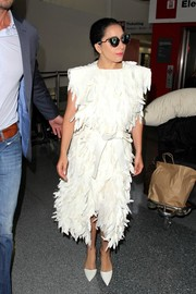 Lady Gaga complemented her dress with a pair of pointy white pumps.