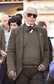 Karl paired his knit vest and blazer with a gold metallic bowtie.