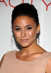 Emmanuelle Chriqui wore a pair of Sunrise hoop earrings in 14-carat rose gold at the launch of The Beauty Book for Brain Cancer.