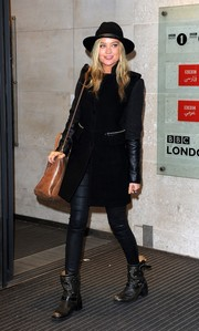 Laura Whitmore's completed her outfit with a chic brimmed hat.