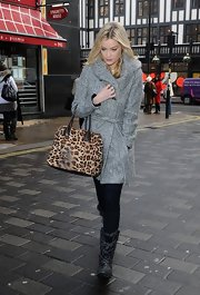 Laura Whitmore cut her monochromatic palette with a leopard-print tote.