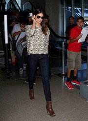 Lily Aldridge completed her stylish travel look with a pair of brown ankle boots.