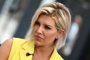 Charissa Thompson rocked a messy bob while interviewing Lisa Edelstein on 'Extra.'