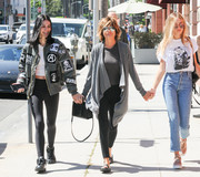 Lisa Rinna teamed a gray shawl-collar cardigan with a tee and leggings for a comfy strolling ensemble.