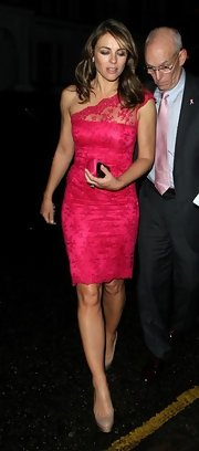 Letting the hot pink lace shine, Elizabeth Hurley paired nude platform heels with her bold dress.