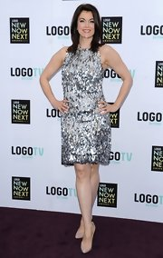 Bellamy Young rocked a sparkly sleeveless racer back with silver paillettes while attending the Logo NewNowNext event.