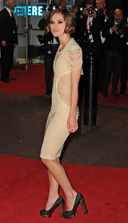 Keira showed off her Bebel platform pumps while hitting the red carpet.