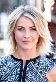 Julianne Hough looked chic and fun with her layered razor cut during her appearance on 'Extra.'