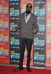 Snoop Dogg looked debonair in a classic gray cardigan with brown buttons and a shawl collar.