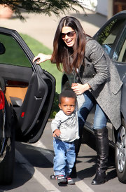Sandra Bullock was chic and casual in skinny jeans and black leather flat boots.