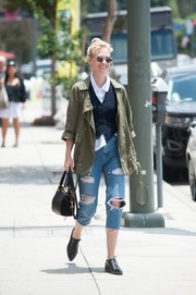 For her bag, January Jones chose a stylish black leather tote by Maiyet.