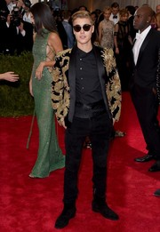 Justin Bieber nailed the China theme with this dragon-embroidered jacket by Balmain at the 2015 Met Gala.