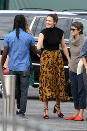 Mandy Moore pulled her eye-catching look together with a pair of red T-strap sandals by Pierre Hardy.