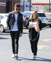 For her shoes, Hilary Duff chose a pair of white Golden Goose sneakers.