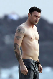 Brian Austin Green has an ancient Thunderbird tattooed on his right shoulder.