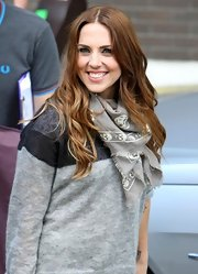 Mel C spruced up her sweater with a gray Alexander McQueen skull scarf.