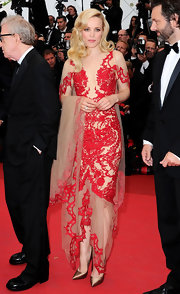 Rachel McAdams was breathtaking at the 'Midnight in Paris' premiere wearing a red embroidered organza gown.