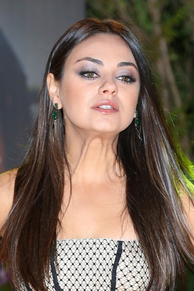 Mila Kunis Metallic Eyeshadow
