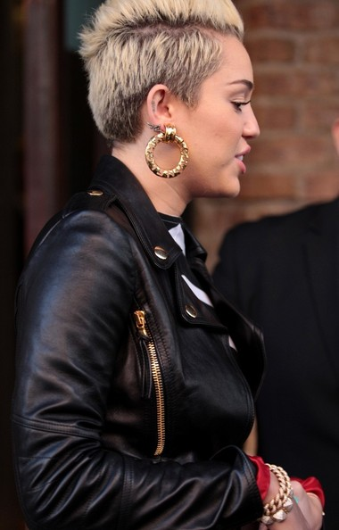 More Pics of Miley Cyrus Gold Hoops (2 of 11) - Miley ...