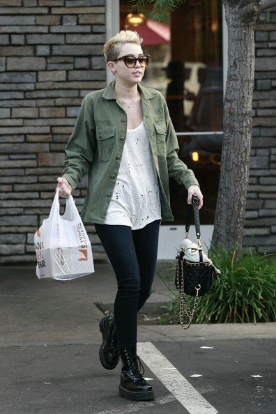 Miley Cyrus Picks Up Food