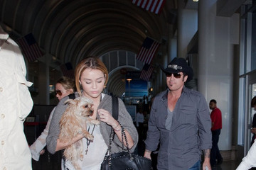 Miley Cyrus Billy Ray Cyrus Miley Cyrus Races for a Flight