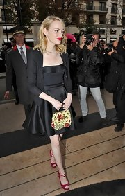 Emma Stone finished off her fashionable look with this precious floral-printed purse.