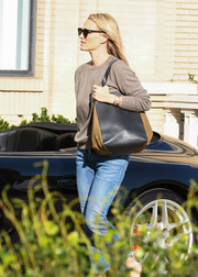 Molly Sims stepped out for some shopping carrying a two-tone leather and suede bag.
