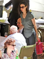 Wendi Deng wore a basic tee and jeans while out for lunch with family.