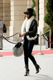 Naomi looked super chic in her leather fur coat. She topped her look off with a top hat and a great leather shoulder bag.